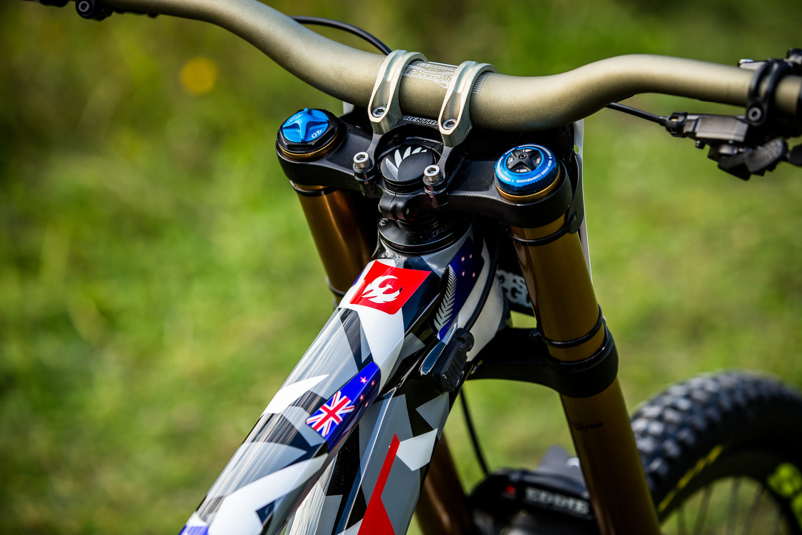 Clean Cockpit - WORLD CHAMPS BIKE - Eddie Masters' Pivot Phoenix - Mountain Biking Pictures - Vital MTB