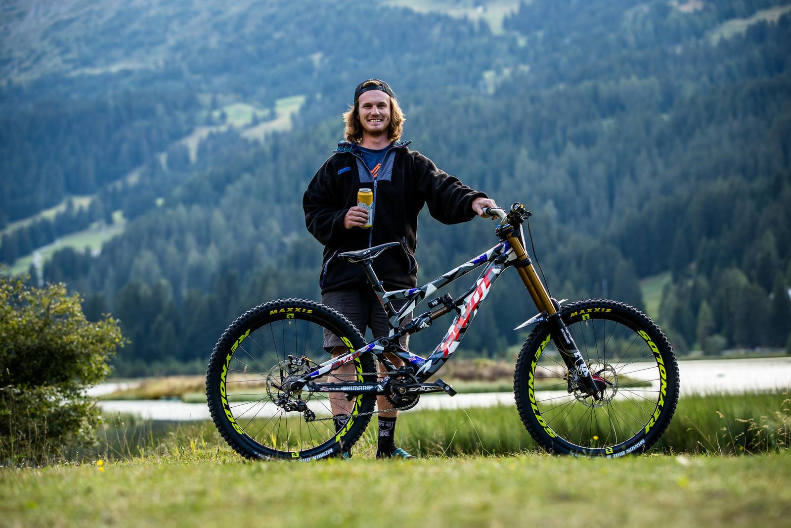 Keeping Eddie Flying! - WORLD CHAMPS BIKE - Eddie Masters' Pivot Phoenix - Mountain Biking Pictures - Vital MTB