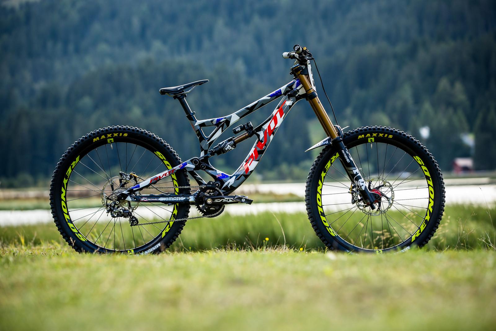 WORLD CHAMPS BIKE - Eddie Masters' Pivot Phoenix - WORLD CHAMPS BIKE - Eddie Masters' Pivot Phoenix - Mountain Biking Pictures - Vital MTB