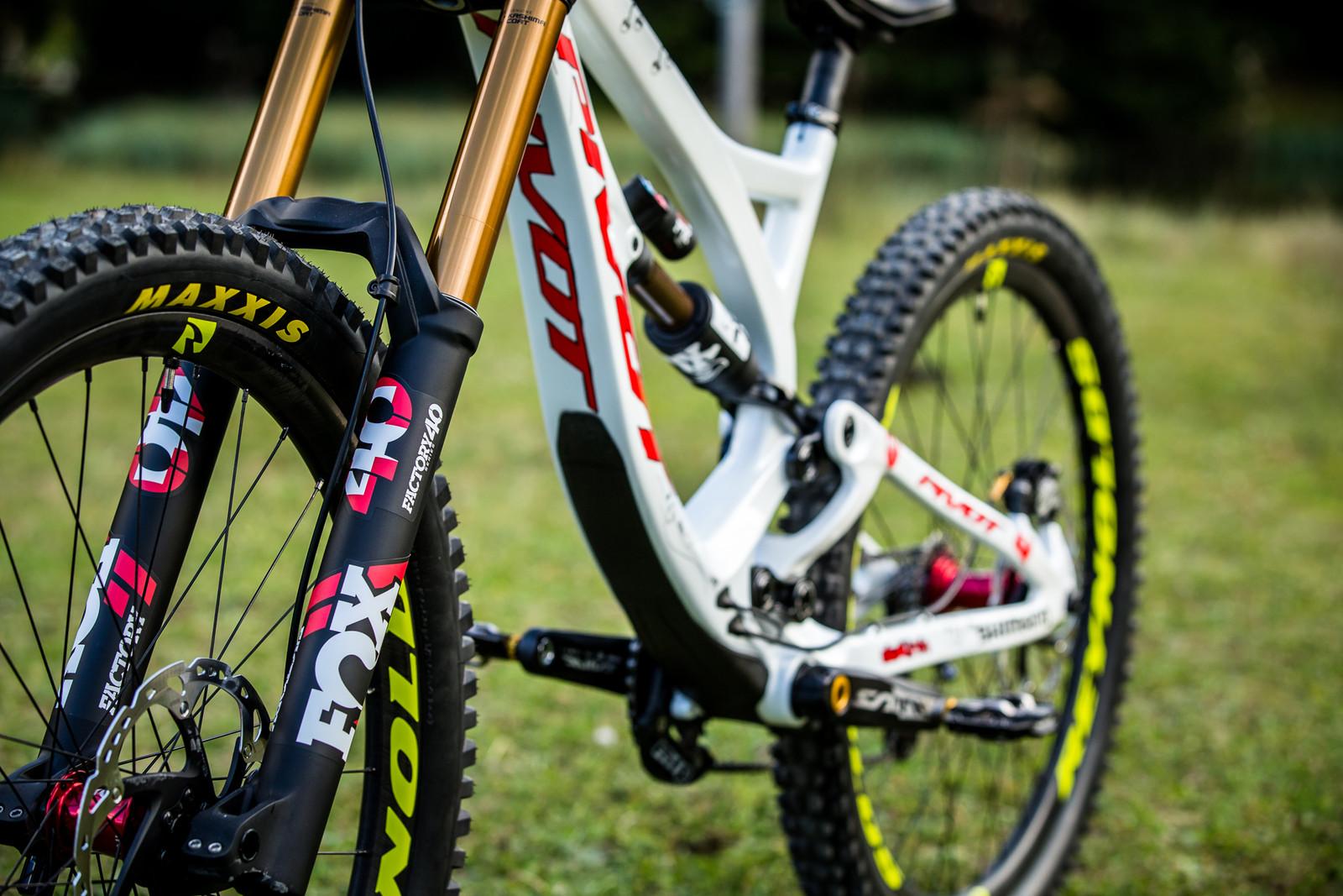 Clean and Crispy - WORLD CHAMPS BIKE - Emilie Siegenthaler's Pivot Phoenix - Mountain Biking Pictures - Vital MTB