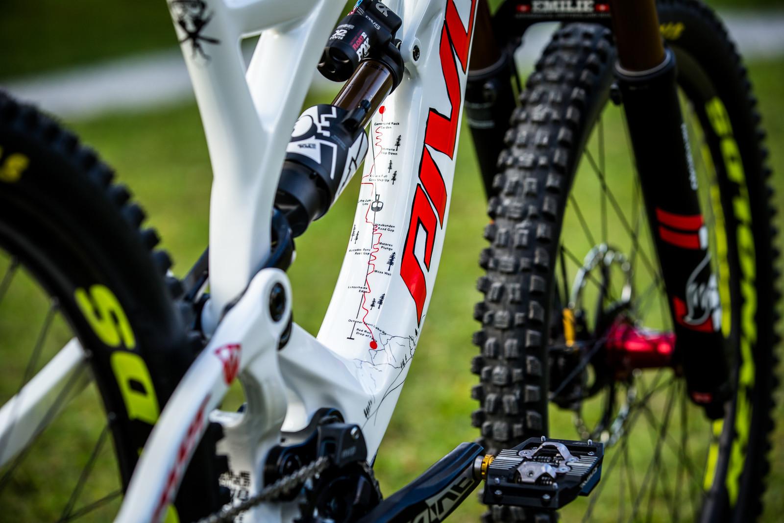 Cheat Sheet - WORLD CHAMPS BIKE - Emilie Siegenthaler's Pivot Phoenix - Mountain Biking Pictures - Vital MTB