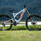 WORLD CHAMPS BIKE - Emilie Siegenthaler's Pivot Phoenix
