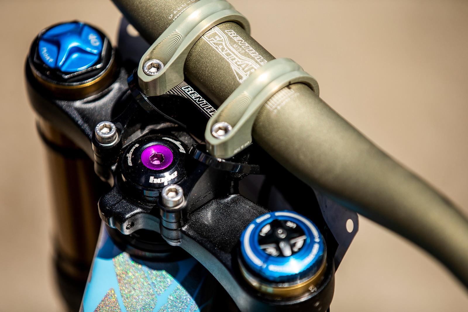 Purple Ano Accents - WINNING BIKE - Rachel Atherton's Trek Session - Mountain Biking Pictures - Vital MTB