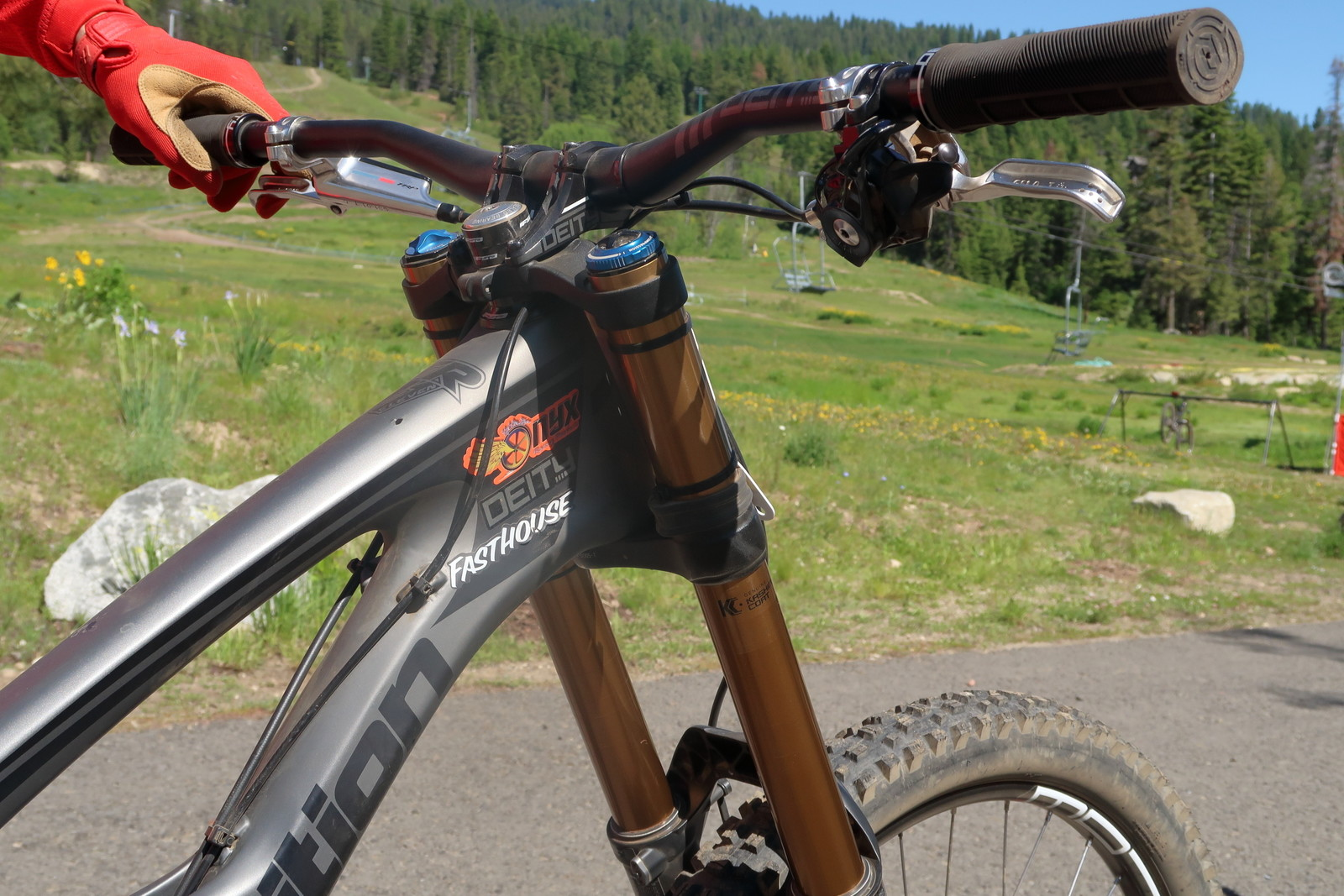 Ryan Wischmeyer's Front End - PIT BITS - Tamarack Pro GRT / NW Cup - Mountain Biking Pictures - Vital MTB