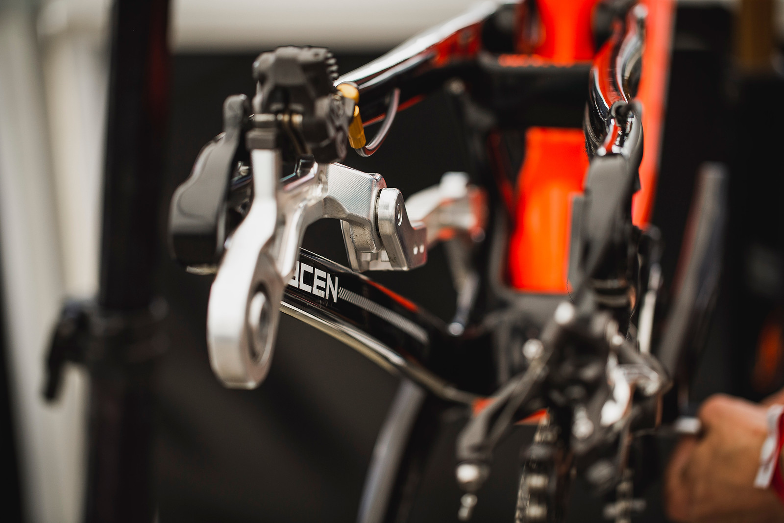 Floating Brake on Saracen - PIT BITS - ANDORRA WORLD CUP DOWNHILL - Mountain Biking Pictures - Vital MTB