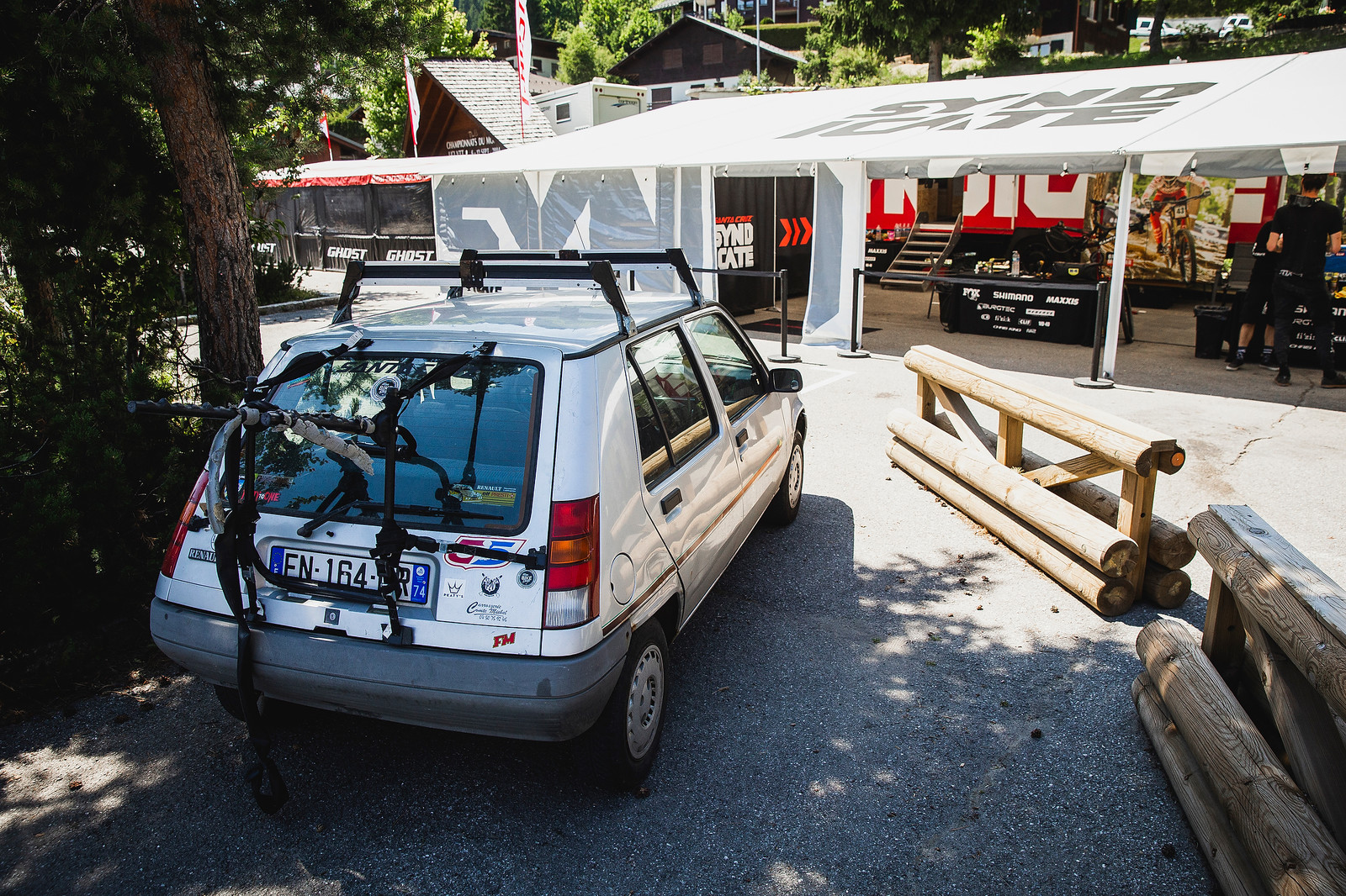 Peaty bought a house in France and found this car in the garage!  - PIT BITS - 2019 Les Gets World Cup DH, France - Mountain Biking Pictures - Vital MTB