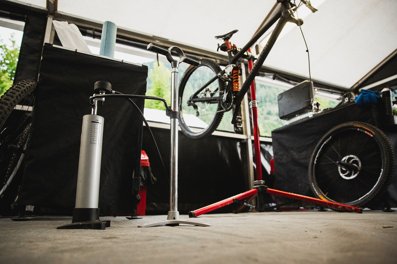 Crank Bros Klic Floor Pump at Athertons - PIT BITS - 2019 Val di Sole World Cup Downhill Bike Tech - Mountain Biking Pictures - Vital MTB