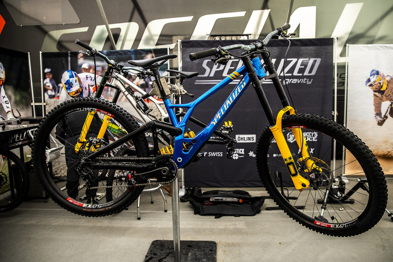 Loic Has a New Specialized Demo - PIT BITS - 2019 Lenzerheide World Cup Downhill - Mountain Biking Pictures - Vital MTB