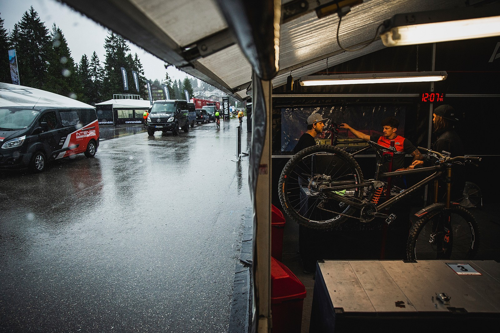 Come Out of the Rain - PIT BITS - 2019 Lenzerheide World Cup Downhill - Mountain Biking Pictures - Vital MTB