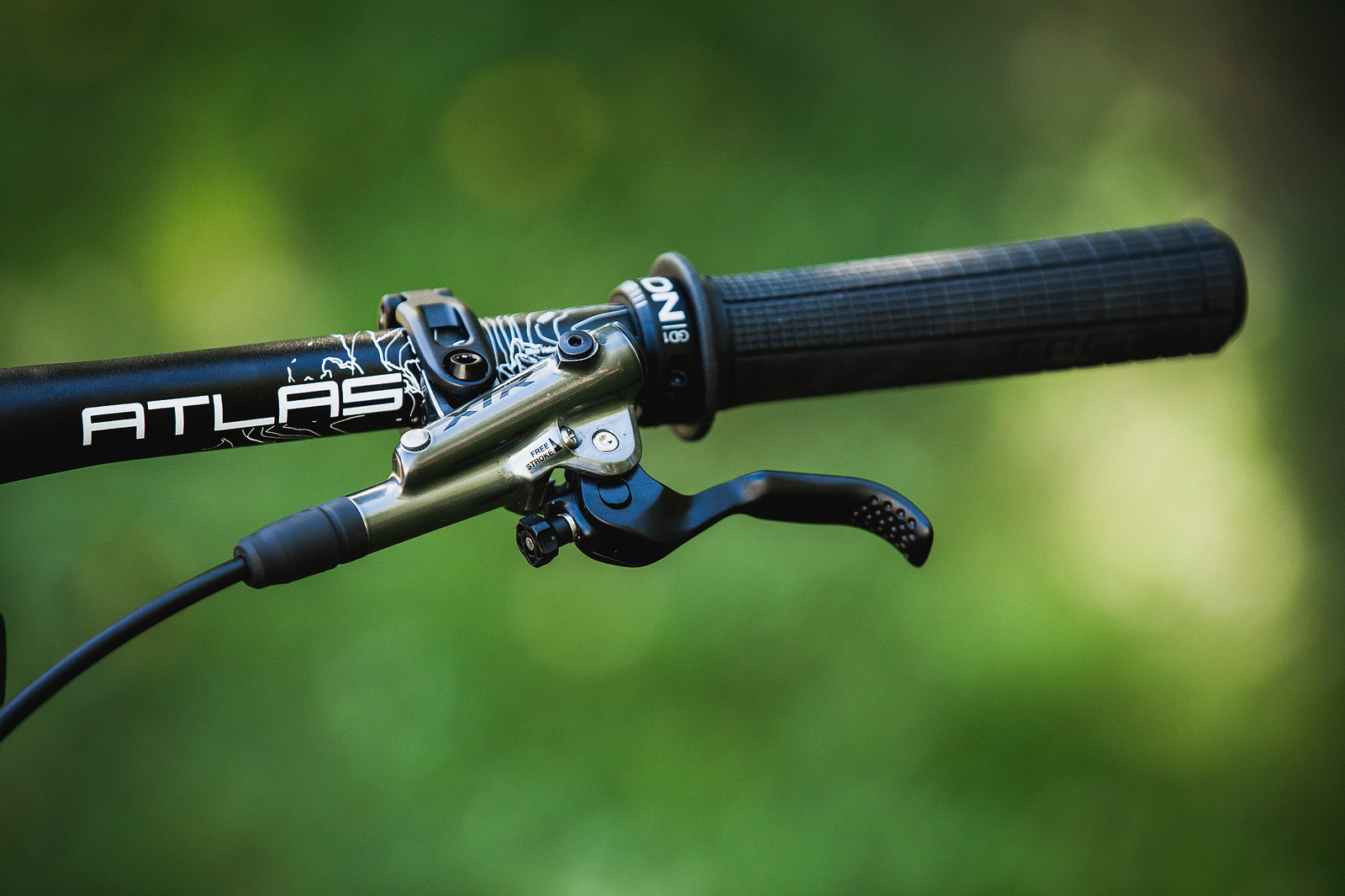 Race Face Atlas Bars, Ergon Grips and XTR Levers - Tahnee Seagrave's World Championships Transition TR11 - Mountain Biking Pictures - Vital MTB