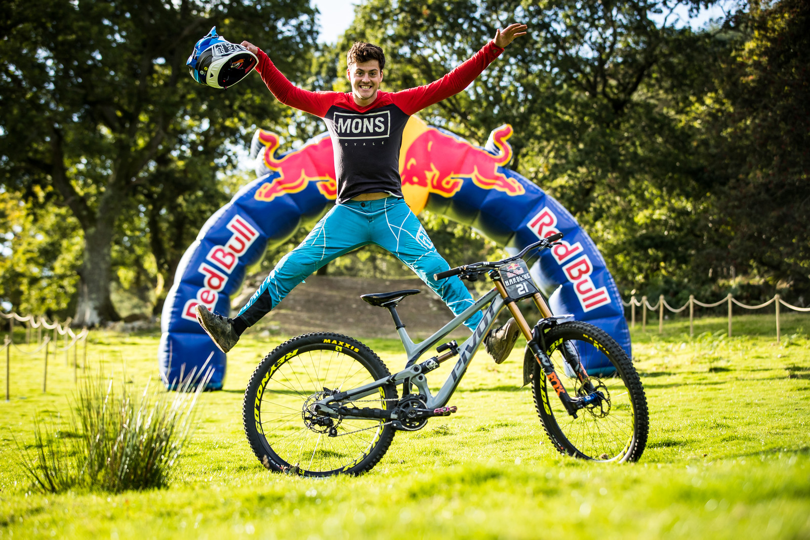 Jono Jones with his Pivot Phoenix - The Bikes of Red Bull Hardline - Mountain Biking Pictures - Vital MTB