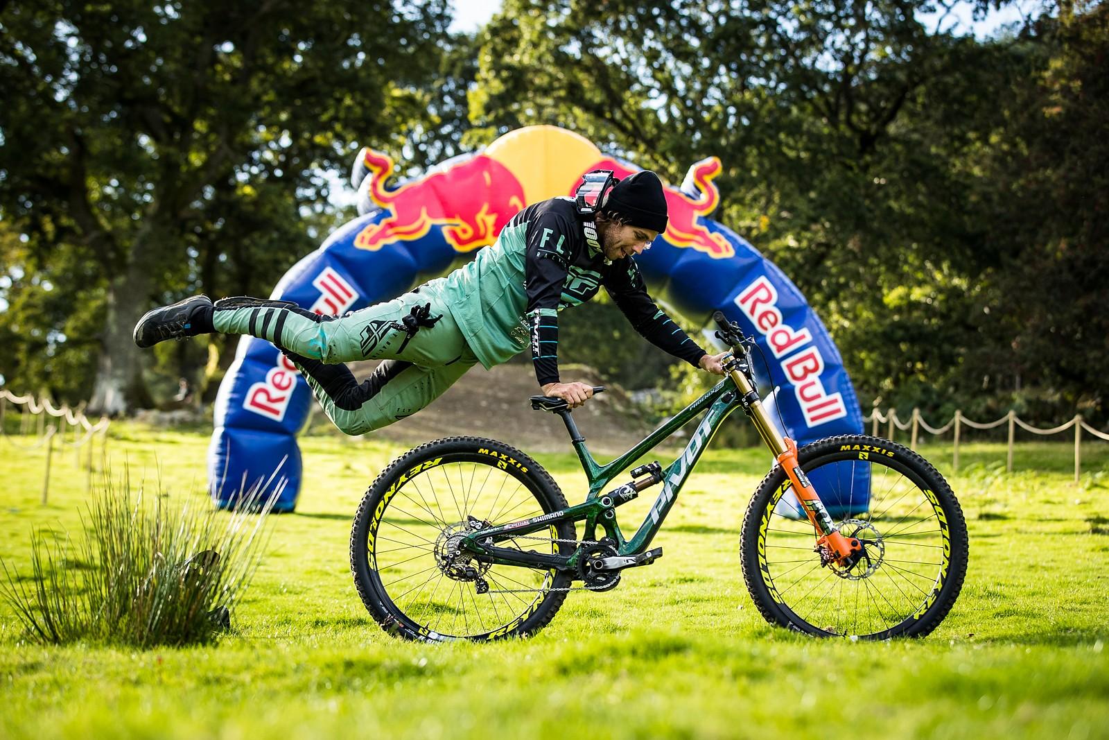 Matt Walker with his Pivot Phoenix - The Bikes of Red Bull Hardline - Mountain Biking Pictures - Vital MTB