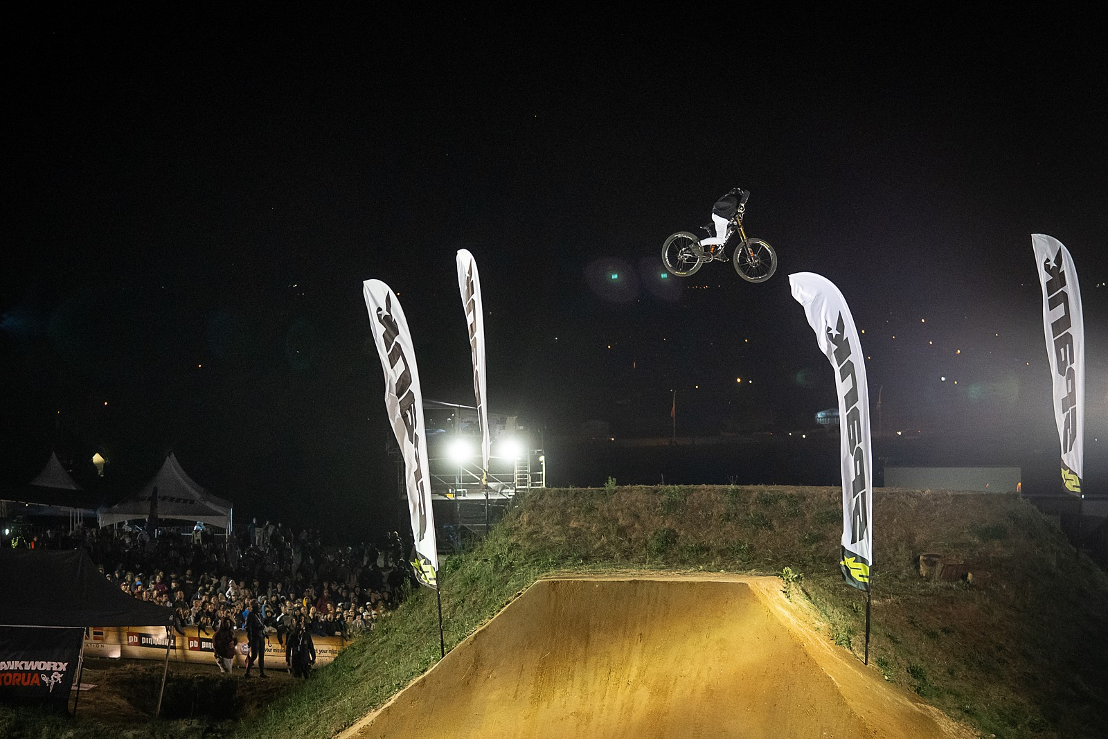 Crankworx NZ Whipoff 2020 - Jackson Goldstone Boosting to the Win - Crankworx New Zealand Whip-Off Photo Gallery - Mountain Biking Pictures - Vital MTB