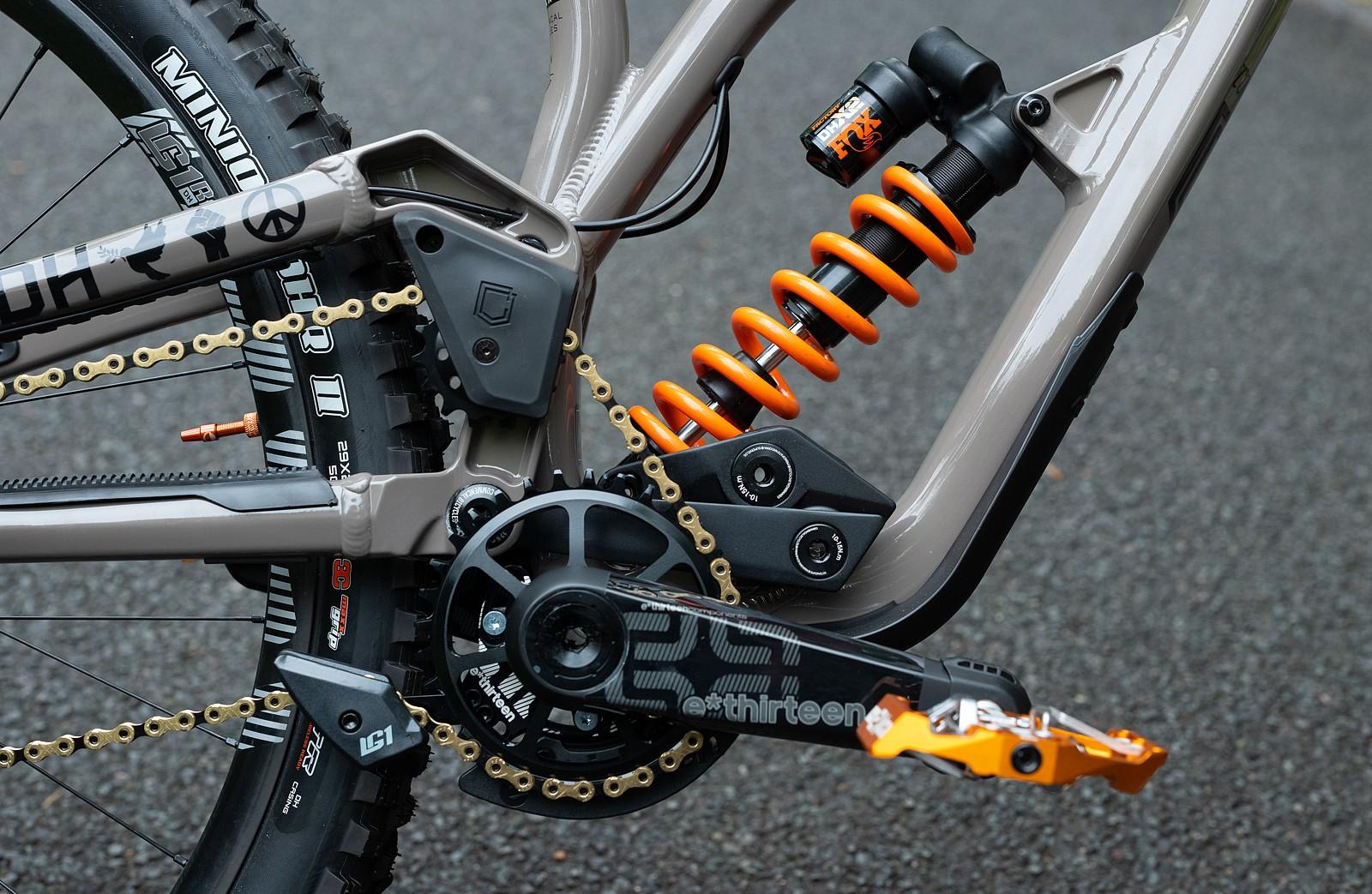 High Pivot Goodness - WORLD CHAMPS BIKE - Commencal / 100% - Mountain Biking Pictures - Vital MTB