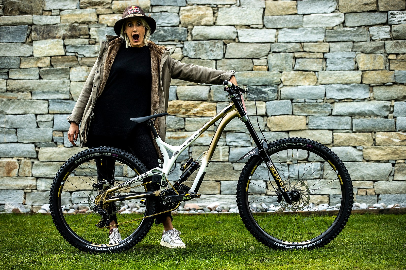 WORLD CHAMPS BIKE - Myriam Nicole's Commencal Supreme - WORLD CHAMPS BIKE - Myriam Nicole's Commencal Supreme - Mountain Biking Pictures - Vital MTB