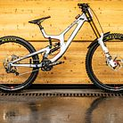WORLD CHAMPS BIKE - Loris Vergier's and Luca Shaw's Santa Cruz V10