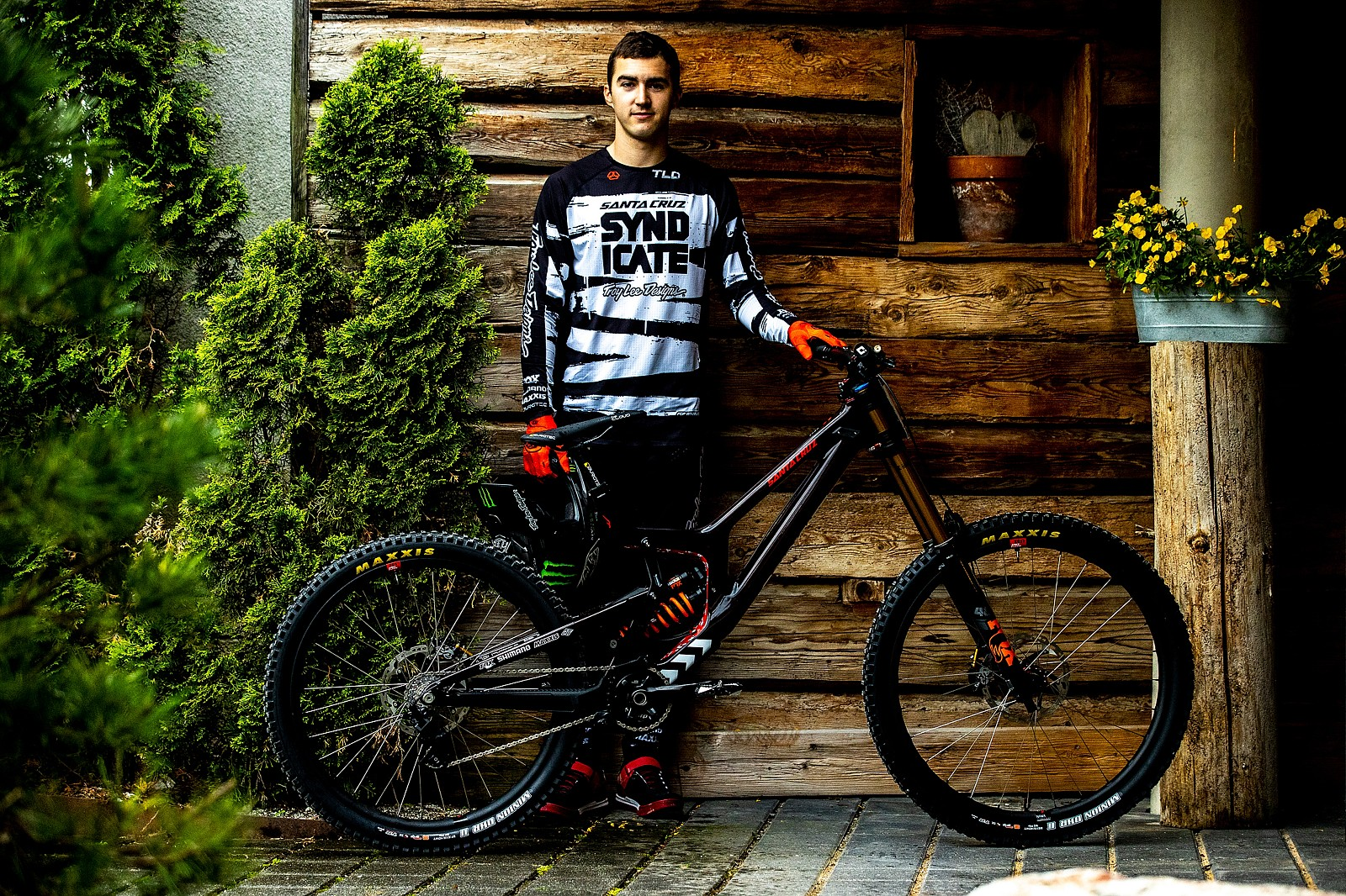 Luca and His V10 - PIT BITS - Leogang World Cup Downhill 2021 - Mountain Biking Pictures - Vital MTB