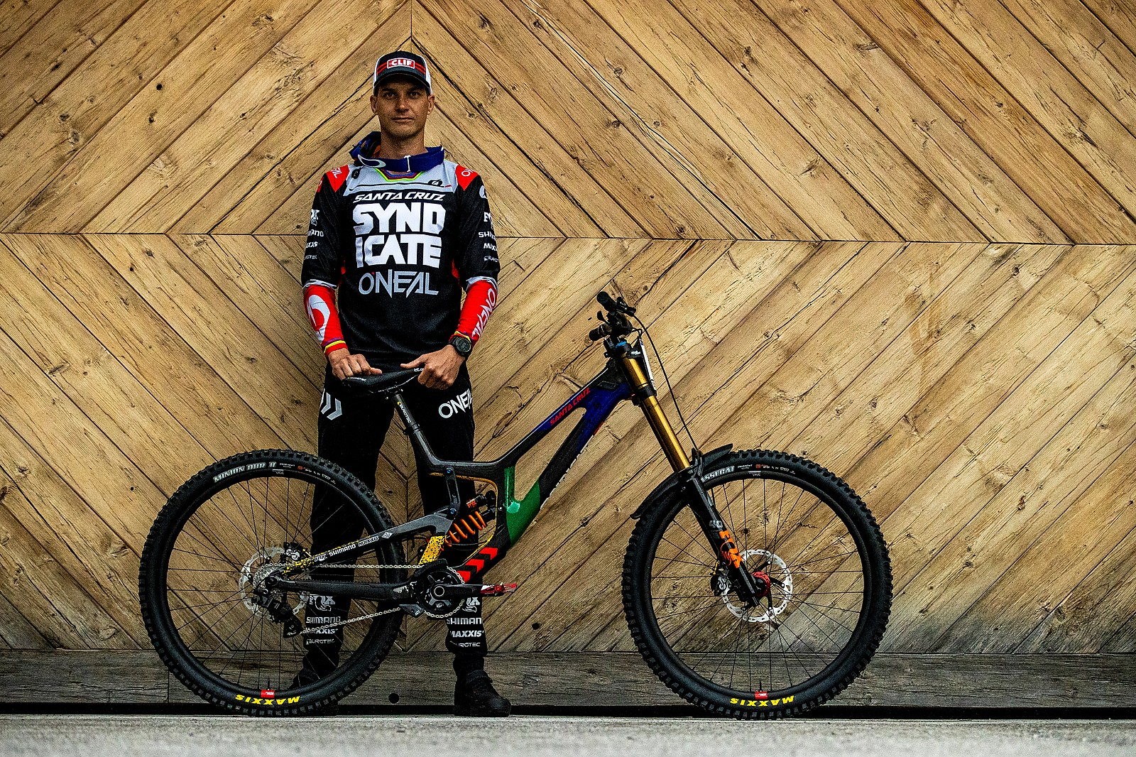 Greg and His V10 - PIT BITS - Leogang World Cup Downhill 2021 - Mountain Biking Pictures - Vital MTB