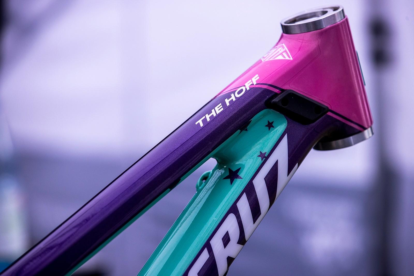 Nina's V10 - PIT BITS - 2021 WORLD CHAMPS - Mountain Biking Pictures - Vital MTB