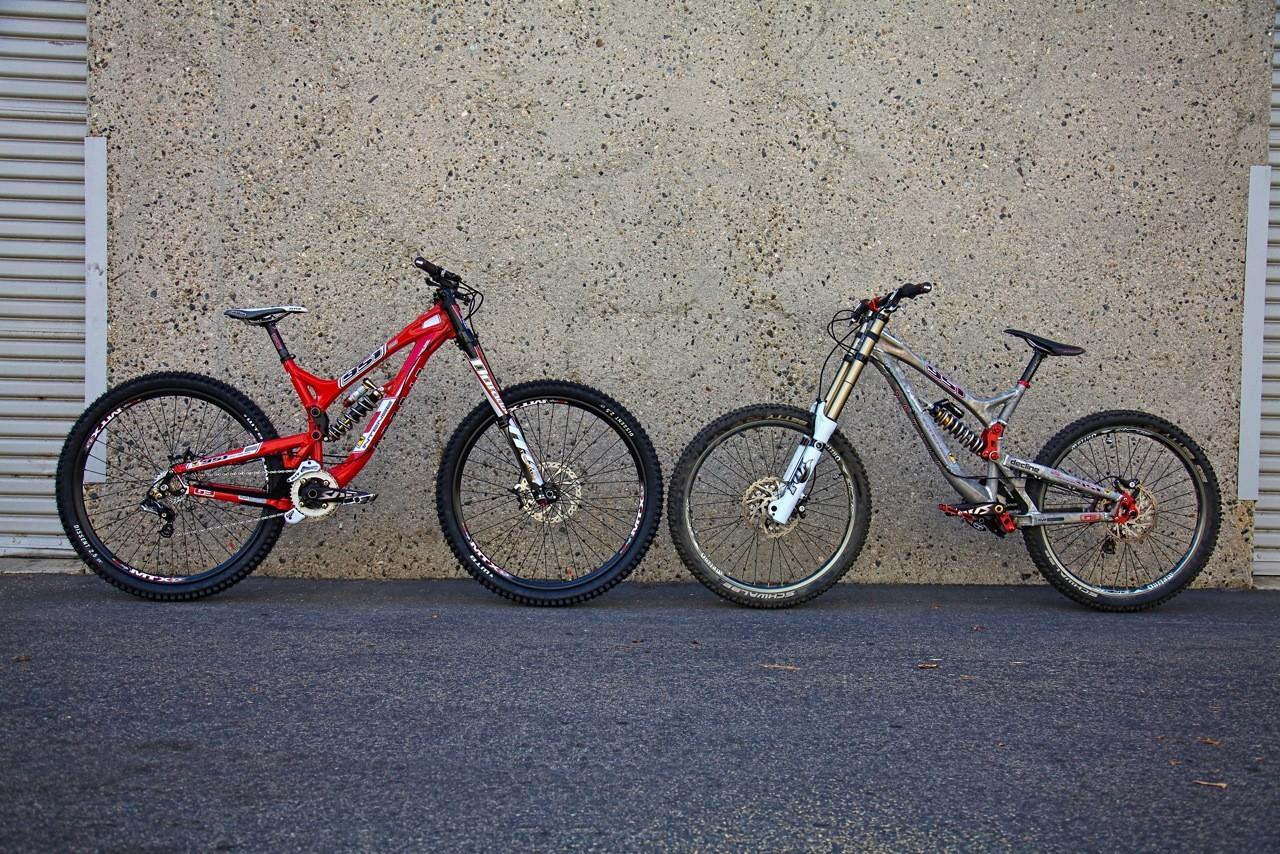2951 next to a 951. 29er vs 26er - Intense 2951 29er DH Bike - Mountain Biking Pictures - Vital MTB