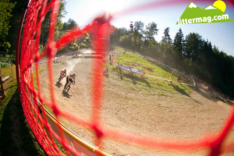 Between the Tape (or fence) - 2009 UCI World Cup Maribor - Day 2 - Mountain Biking Pictures - Vital MTB