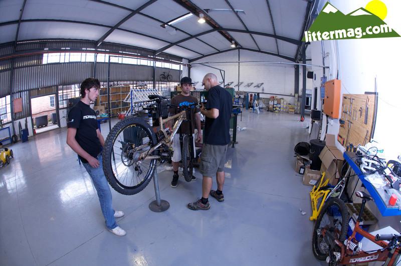 Team work - Morewood Bikes Factory Tour - Mountain Biking Pictures - Vital MTB