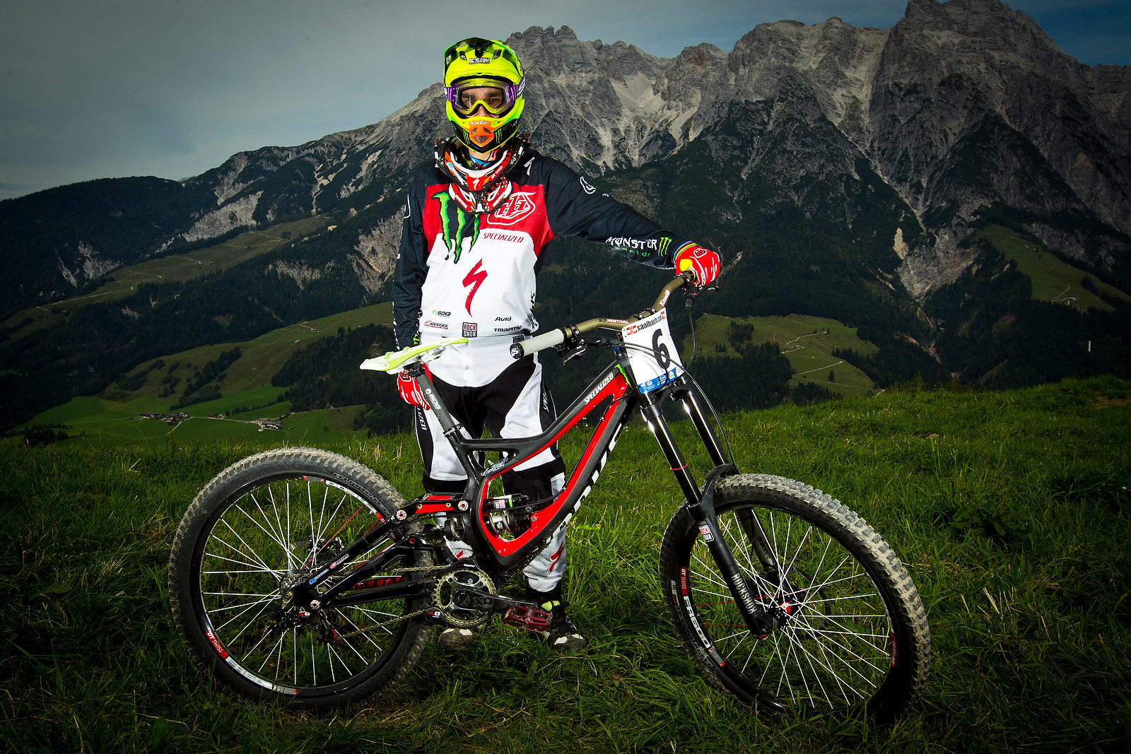 Sam Hill with his Specialized S-Works Demo 8 - World Championships Riders and Bikes - Mountain Biking Pictures - Vital MTB