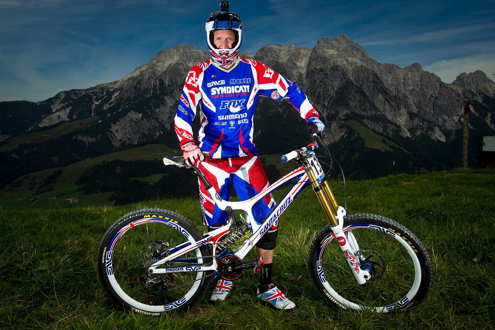 Steve Peat with his Custom Santa Cruz V10c - World Championships Riders and Bikes - Mountain Biking Pictures - Vital MTB