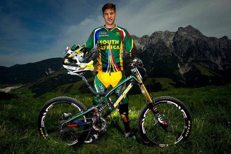 World Champion, Greg Minnaar with his Santa Cruz V10 carbon