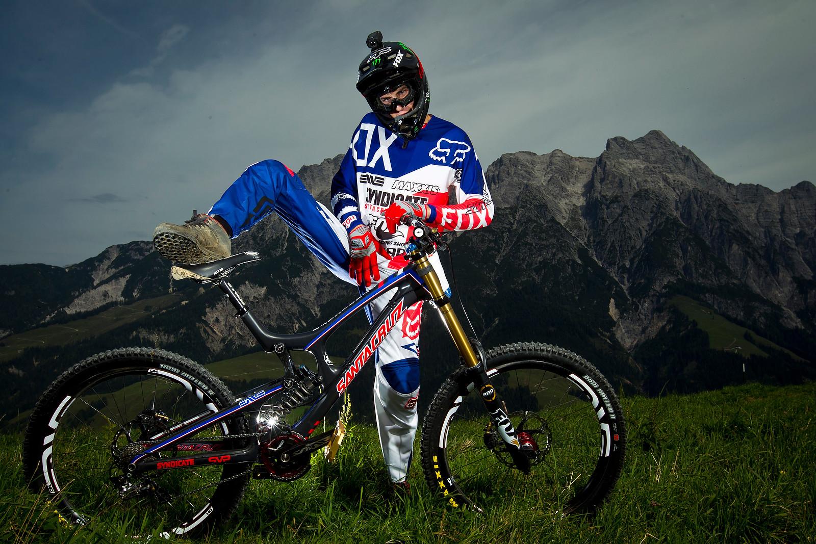 Josh Bryceland Getting a Leg Up - World Championships Riders and Bikes - Mountain Biking Pictures - Vital MTB