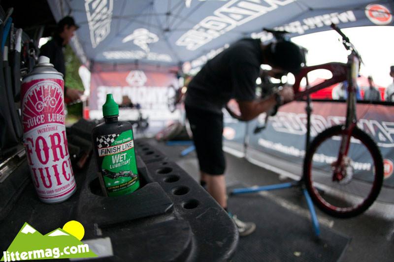 Santa Cruz Syndicate Pits - 2009 UCI World Cup Maribor - Day 3 - Mountain Biking Pictures - Vital MTB