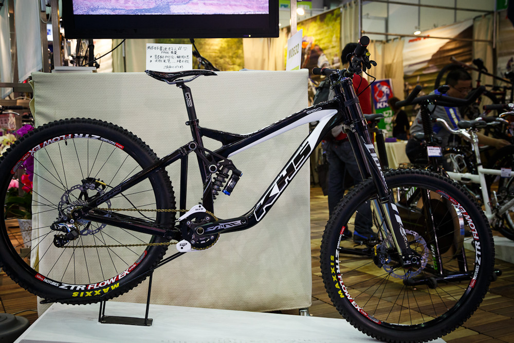 KHS 650 DH Bike - 2013 Taipei Bike Show Day 1 - DVO, X-Fusion, iXS, Evoc and more - Mountain Biking Pictures - Vital MTB