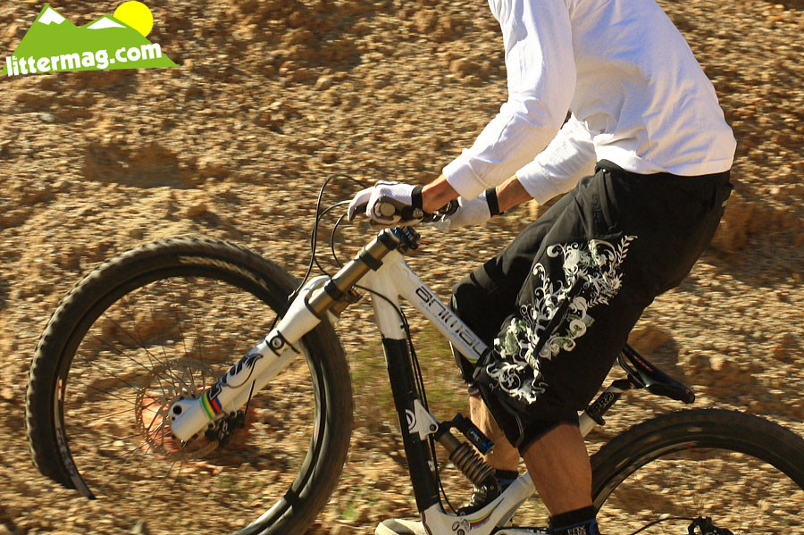 Gee Atherton's Commencal Supreme DH bottom out - G-Out Project: Bootleg Canyon - Mountain Biking Pictures - Vital MTB