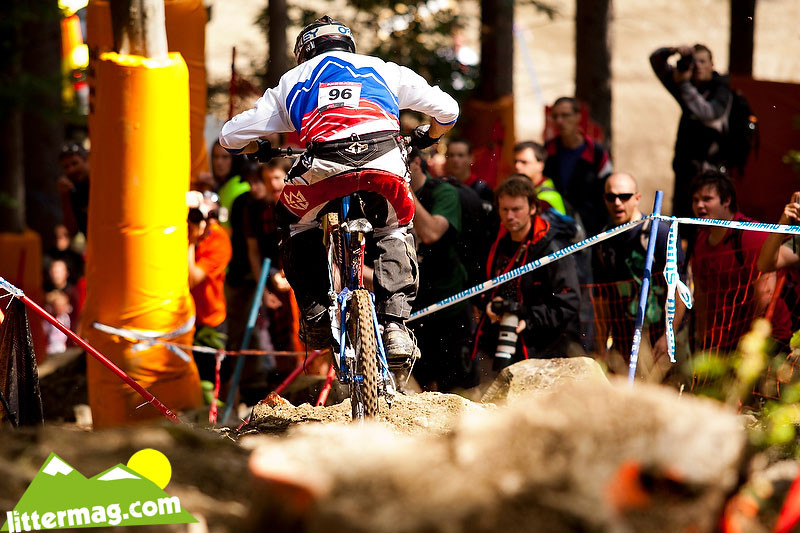 Check your shoelaces before dropping in - 2009 UCI World Cup Maribor - Day 4 - Mountain Biking Pictures - Vital MTB