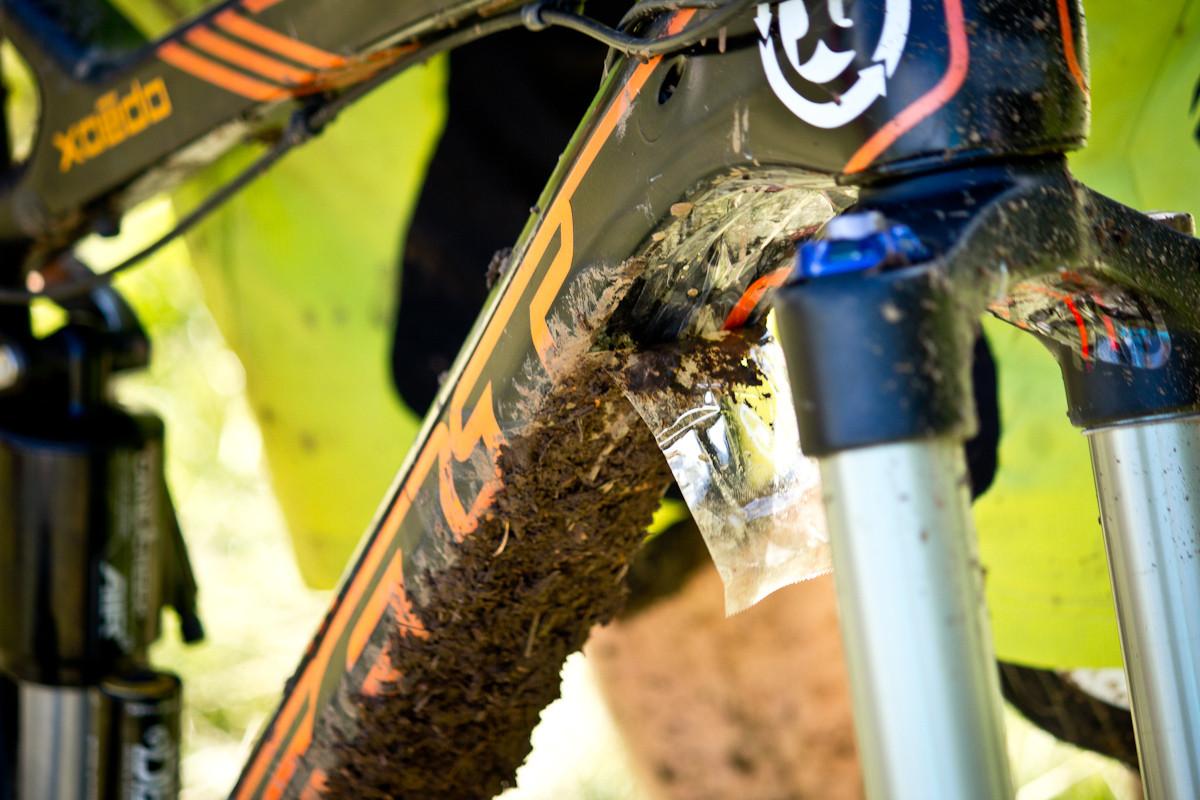 Kyle Warner's Downtube Tear Off - Pro Bike Checks: 2013 North American Enduro Tour Hood River Oregon Photo Gallery 1 - Mountain Biking Pictures - Vital MTB