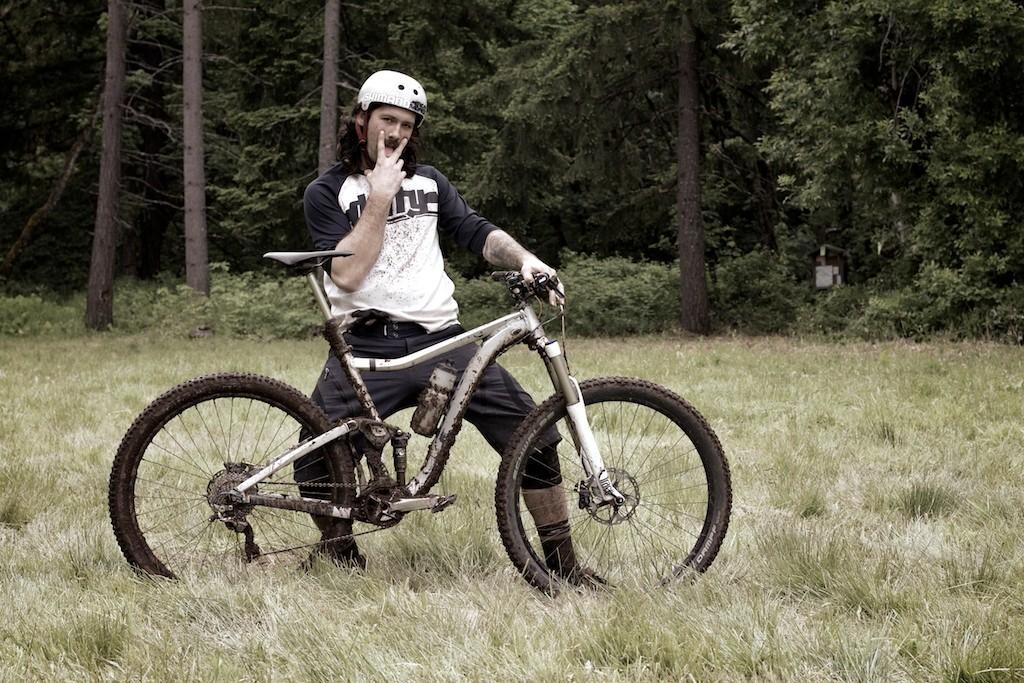 Rob Crumo of 'Merican Radness with his Giant Trance X 29er - More Pro Bike Checks: 2013 North American Enduro Tour Hood River Oregon Photo Gallery 2 - Mountain Biking Pictures - Vital MTB