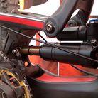 Prototype DH Air Shock on Steve Peat's Santa Cruz V10c