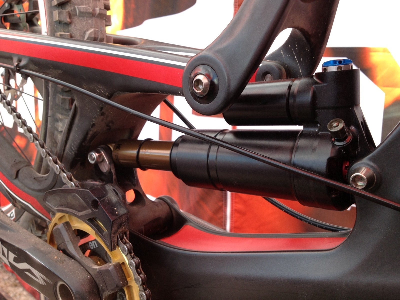 Prototype DH Air Shock on Steve Peat's Santa Cruz V10c - 2013 Fort William World Cup Pit Bits - Mountain Biking Pictures - Vital MTB