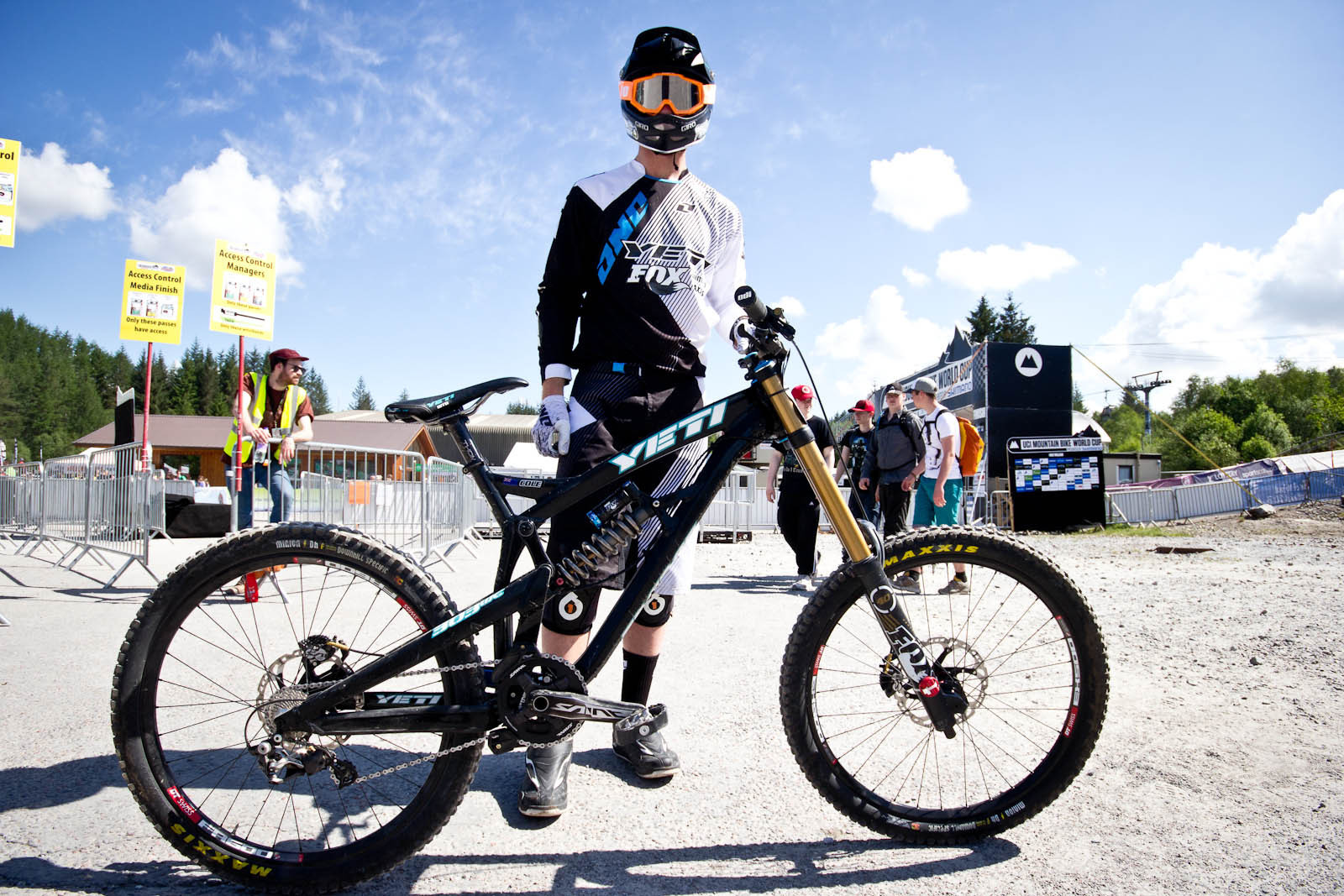 Cam Cole's Yeti 303WC - 24 Pro DH BIkes from Fort William World Cup - Mountain Biking Pictures - Vital MTB