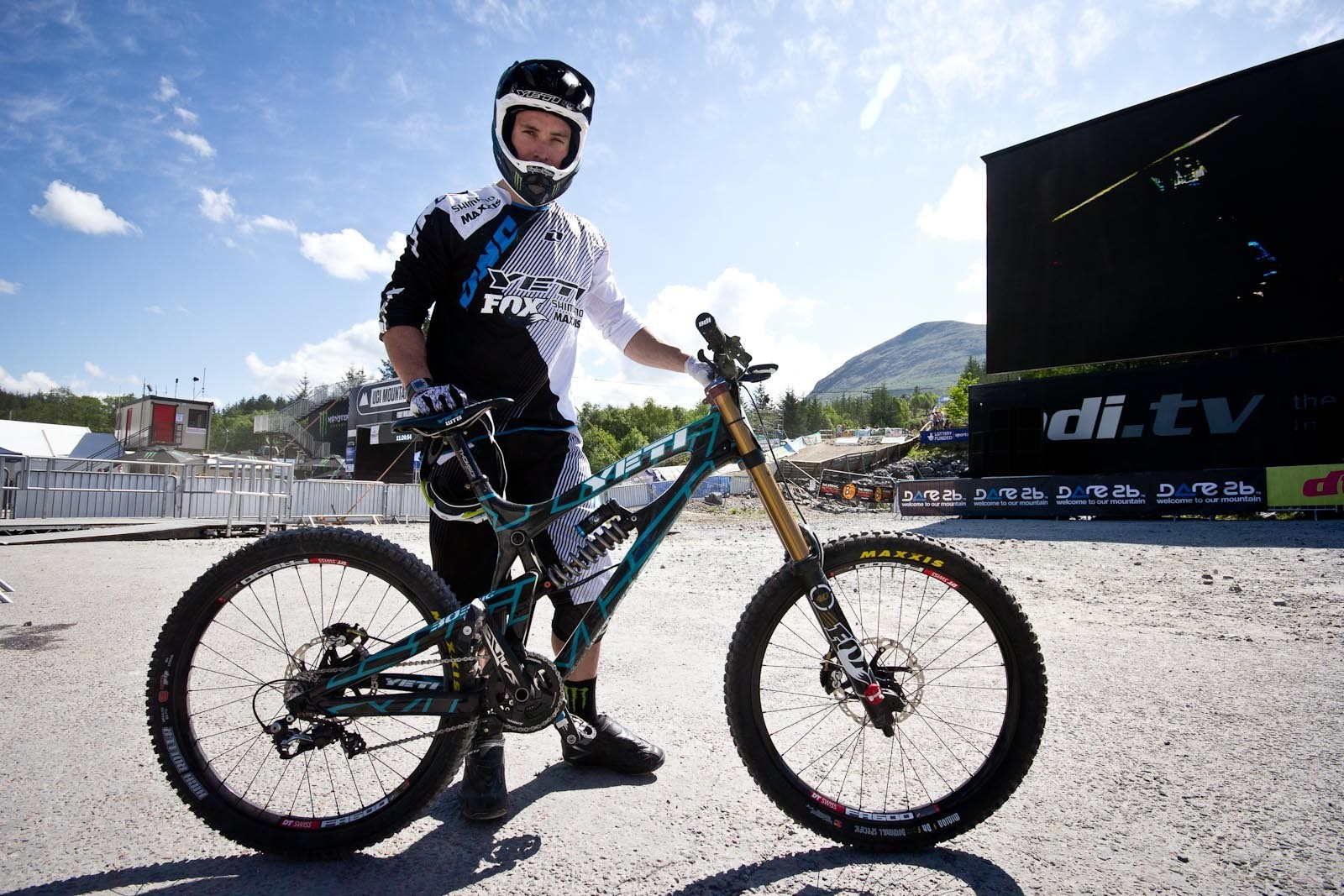 Jared Graves's Yeti 303WC - 24 Pro DH BIkes from Fort William World Cup - Mountain Biking Pictures - Vital MTB