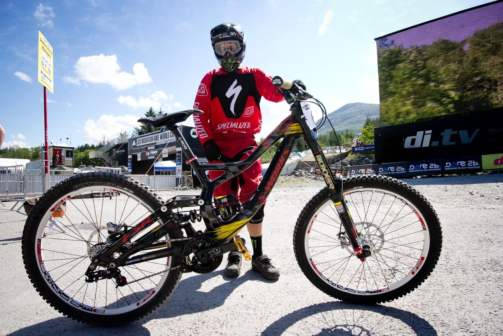 Troy Brosnan's Specialized Demo 8 Carbon - 24 Pro DH BIkes from Fort William World Cup - Mountain Biking Pictures - Vital MTB