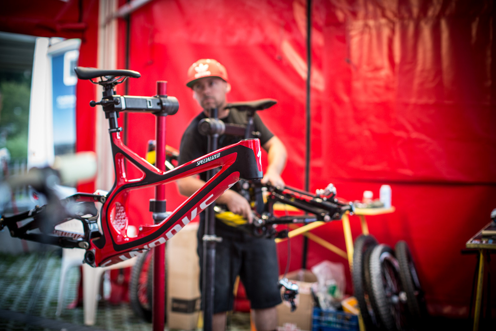 Aaron Gwin Switches to Large Specialized Demo 8 at Val di Sole - Pit Bits: 2013 Val di Sole World Cup - Mountain Biking Pictures - Vital MTB