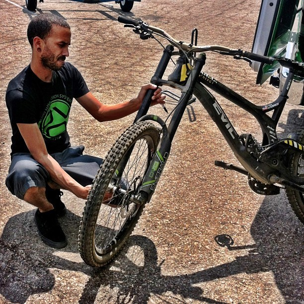 Ronnie Setting up Cody Warren's Evil Undead with the DVO Emerald Fork for Testing - DVO Suspension Testing with Arma Energy MTB - Mountain Biking Pictures - Vital MTB