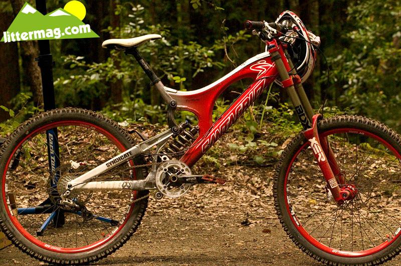 This frame uses a longer stroke shock than stock V10's. - Prototype Santa Cruz Syndicate V10 Frames - Mountain Biking Pictures - Vital MTB