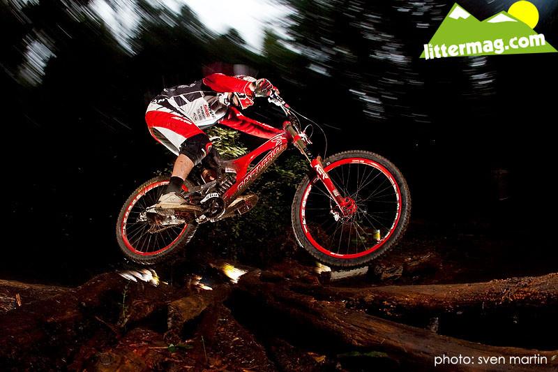 Peaty ripping it - Prototype Santa Cruz Syndicate V10 Frames - Mountain Biking Pictures - Vital MTB