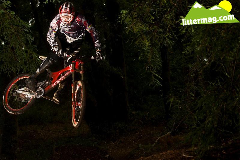 Greg Minnaar whipped. - Prototype Santa Cruz Syndicate V10 Frames - Mountain Biking Pictures - Vital MTB