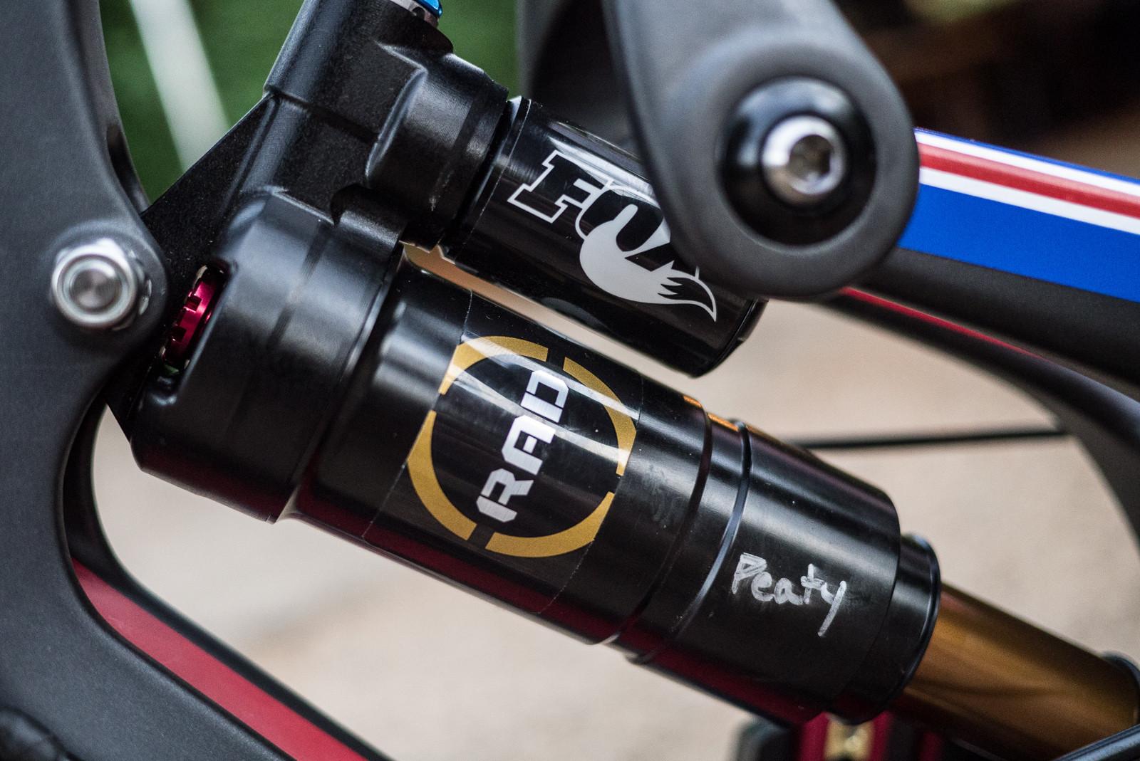 WORLD CHAMPS BIKE: Steve Peat's Santa Cruz V10c - WORLD CHAMPS BIKE: Steve Peat's Santa Cruz V10c - Mountain Biking Pictures - Vital MTB