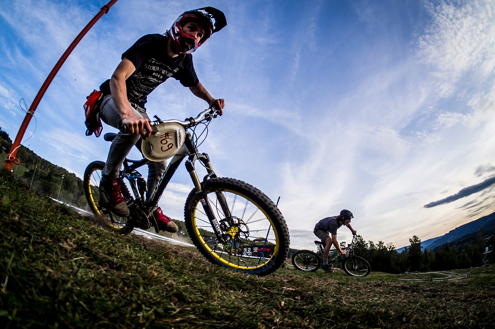 @Maddogboris Industry Race Ripper - Has-Beens vs. Wannabes! Industry World Champs Race at Hafjell - Mountain Biking Pictures - Vital MTB