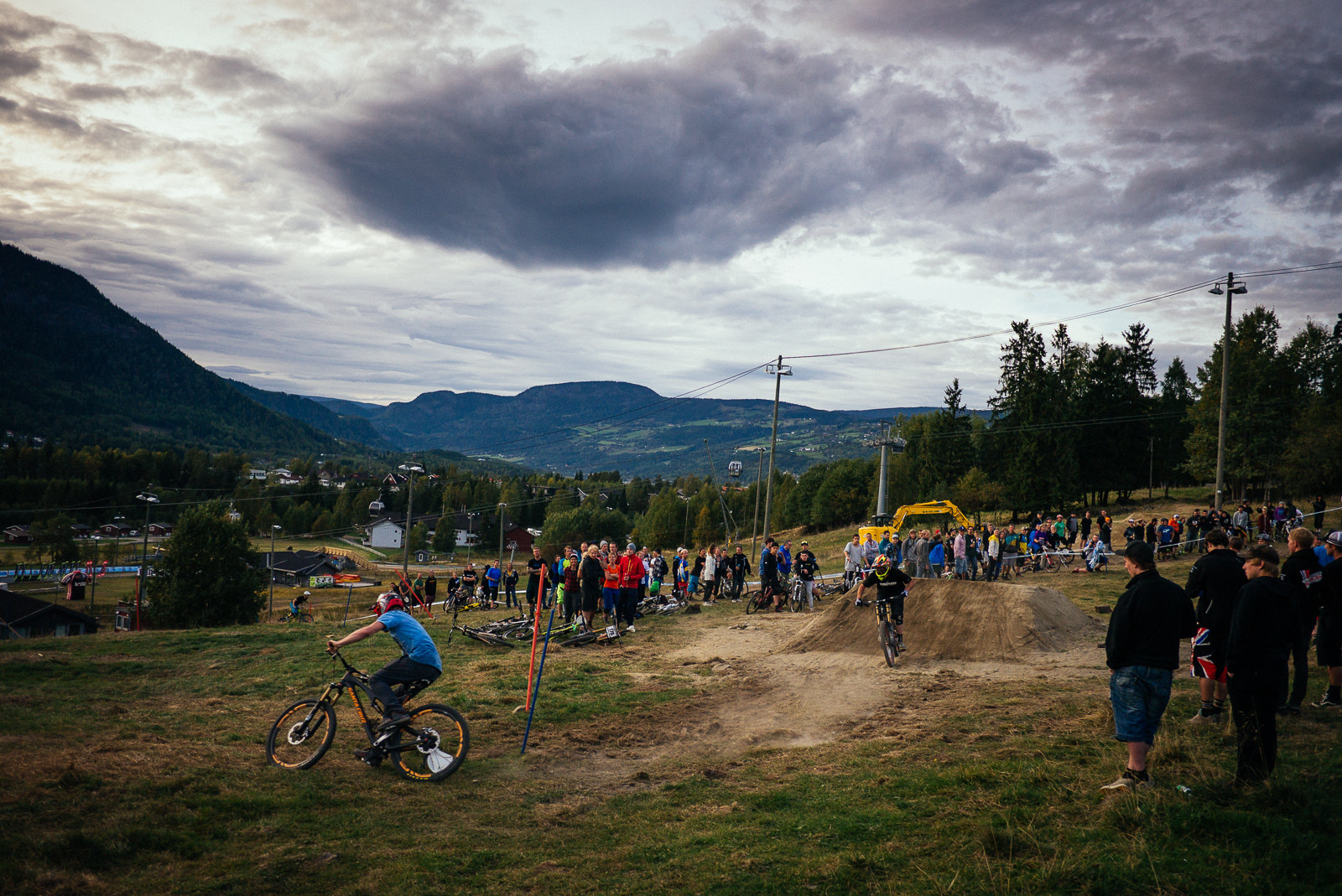 Joe Bowman Leading Marshy at Industry World Champs - Has-Beens vs. Wannabes! Industry World Champs Race at Hafjell - Mountain Biking Pictures - Vital MTB