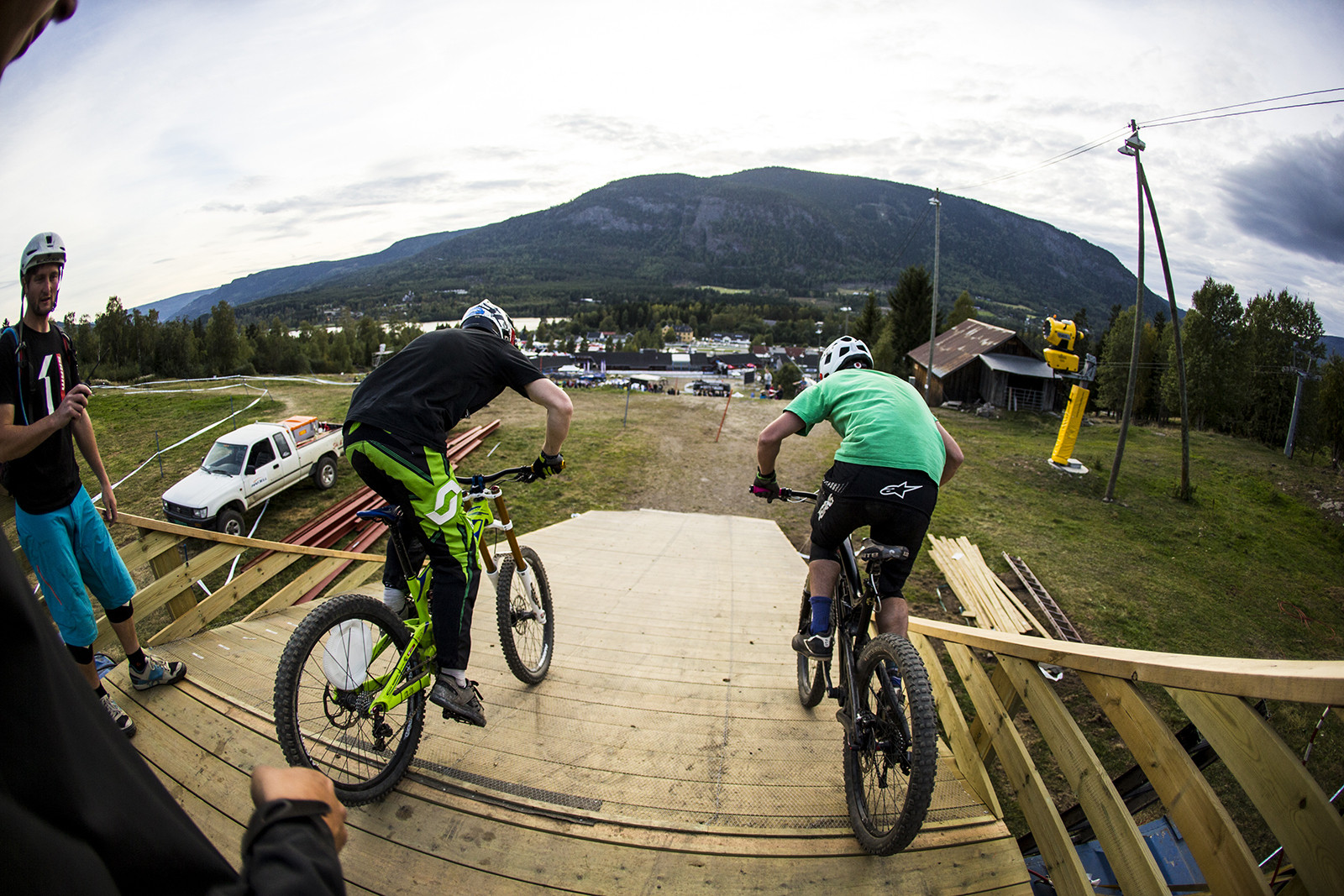 Industry World Champs Start Gate - Has-Beens vs. Wannabes! Industry World Champs Race at Hafjell - Mountain Biking Pictures - Vital MTB